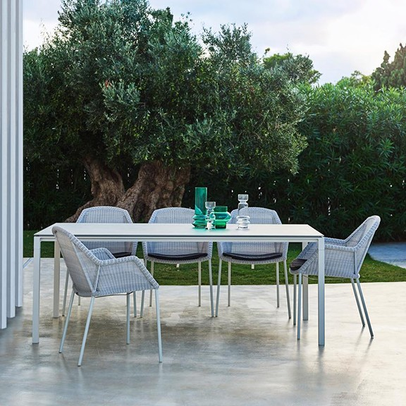 Breeze chair, pure dining table